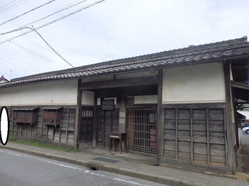 中堀散歩道旧鈴木屋敷長屋門附塀301.JPG