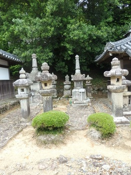 徳源院京極家墓所P5260061-P5260072.JPG