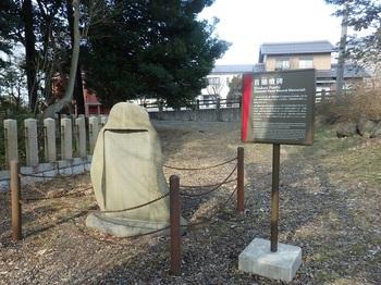 東首塚首級墳碑P2100019.JPG