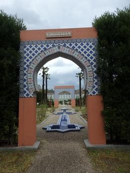 MoroccoLoyalRoseGarden8-P4140146.JPG